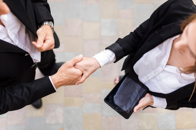business-people-shaking-their-hands_23-2148230233